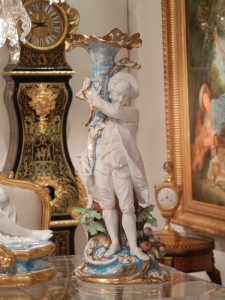 showroom that had been at Le Louvre des Antiquaires