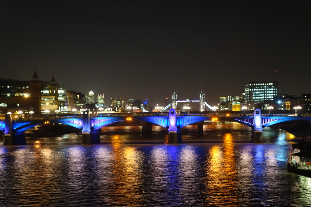 London Bridge night scene
