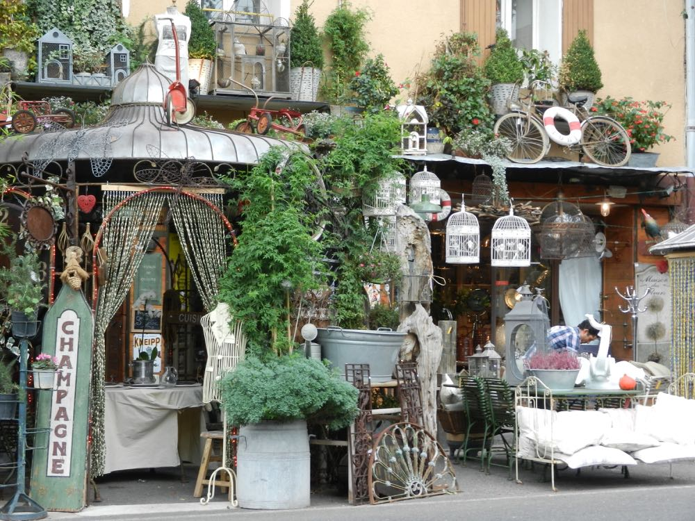 L'Isle-sur-la-Sorgue antiques shop